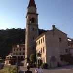 La chiesa di Rolle, sullo sfondo il ristorante Da Andreetta