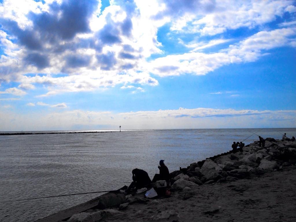 Pesca e tranquillita sul fiume Piave alla foce di Cortellazzo. Foto di Manuel Tonel