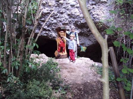 Il folletto Matharol lungo il sentiero delle Volpere a Falzè di Piave (TV). Foto di Pietro Bolani