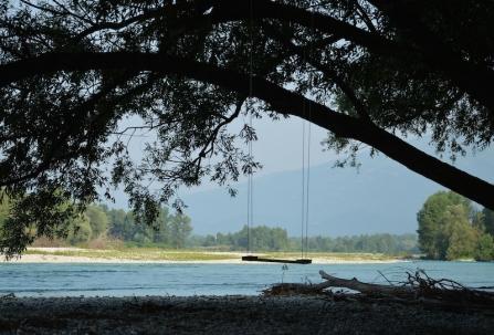 Un'altalena sul Piave tra Colfosco e S. Anna (TV). Foto di Santina Pompeo